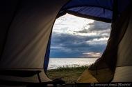 Depuis l'intérieur de la tente