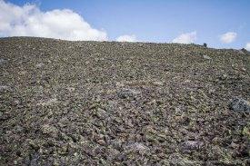 Désert de pierres en arrivant au sommet du Xalibu, 5.5km de montée