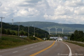 Les éoliennes au bord de la 132