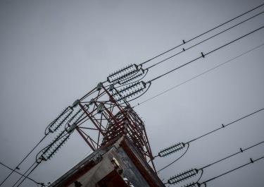 Les pylônes à haute tension sont dangereux aussi pour le cadreur.