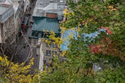 Depuis le haut du funiculaire, les toits du vieux Québec